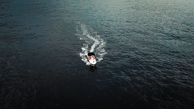 Foto profissional grátis de água, aventura, barco, barco a motor