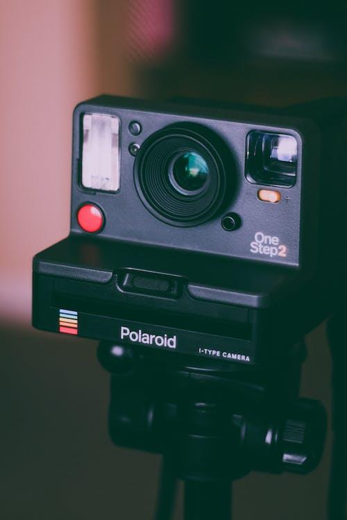 Photos gratuites de appareil photo, appareil photo analogique, appareil photo instantané, polaroid