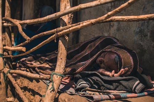 Immagine gratuita di dormire, india, leggero, legno