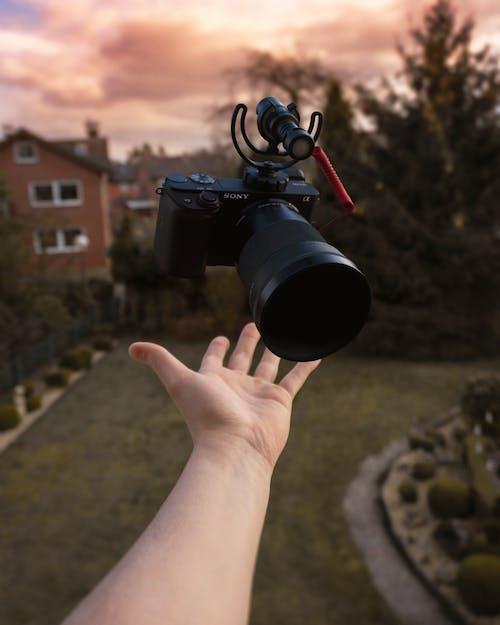 Kostenloses Stock Foto zu ausrüstung, bewölkt, digitalgerät, digitalkamera