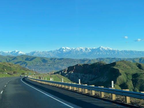 Fotobanka sbezplatnými fotkami na tému diaľnica, dochádzať, modrá obloha, ranné svetlo