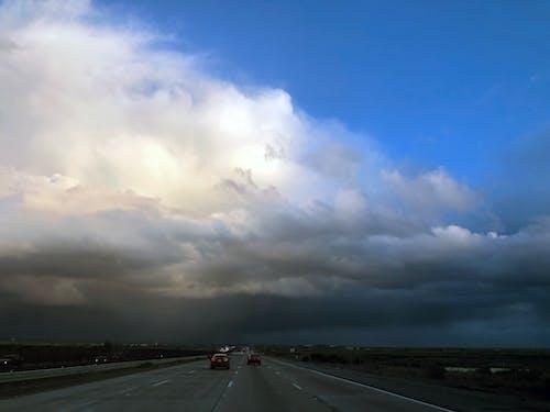 Fotobanka sbezplatnými fotkami na tému búrka, dochádzať, hromobitie, modrá obloha