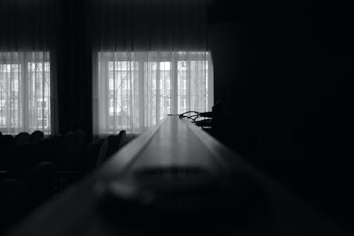 Foto d'estoc gratuïta de blanc i negre, càmera, foto macro, gorra