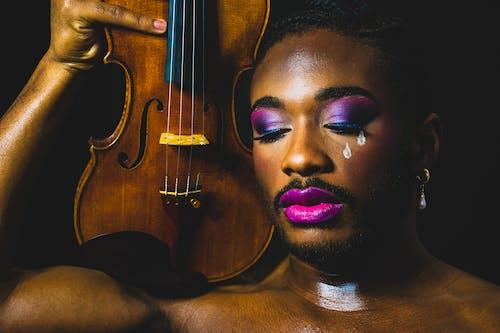 Fotobanka sbezplatnými fotkami na tému černoch, človek, hudobný nástroj, husle