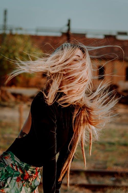 Fotobanka sbezplatnými fotkami na tému človek, denné svetlo, dievča, dlhé vlasy