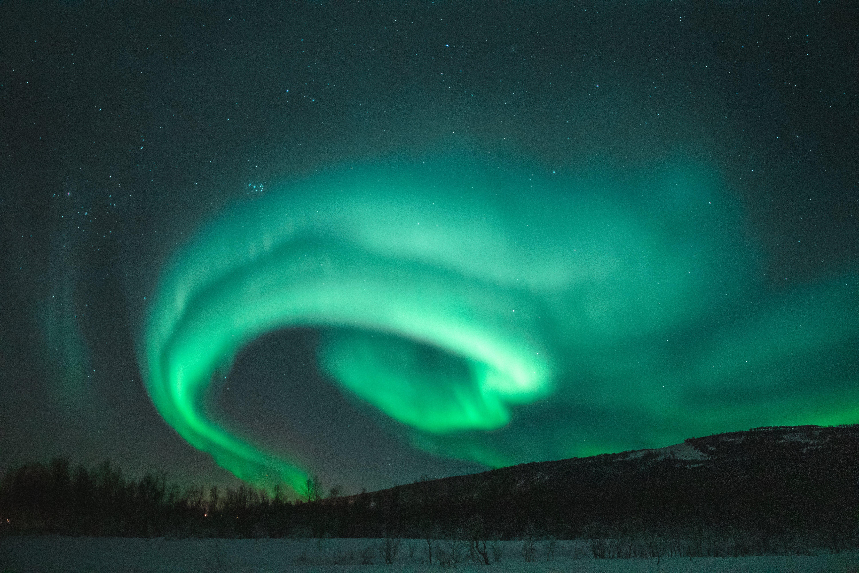 Foto profissional grátis de astronomia, atmosfera, Aurora boreal, céu com cores intensas