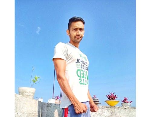 Fotos de stock gratuitas de chaval, chico inteligente, cielo azul, modelo masculino