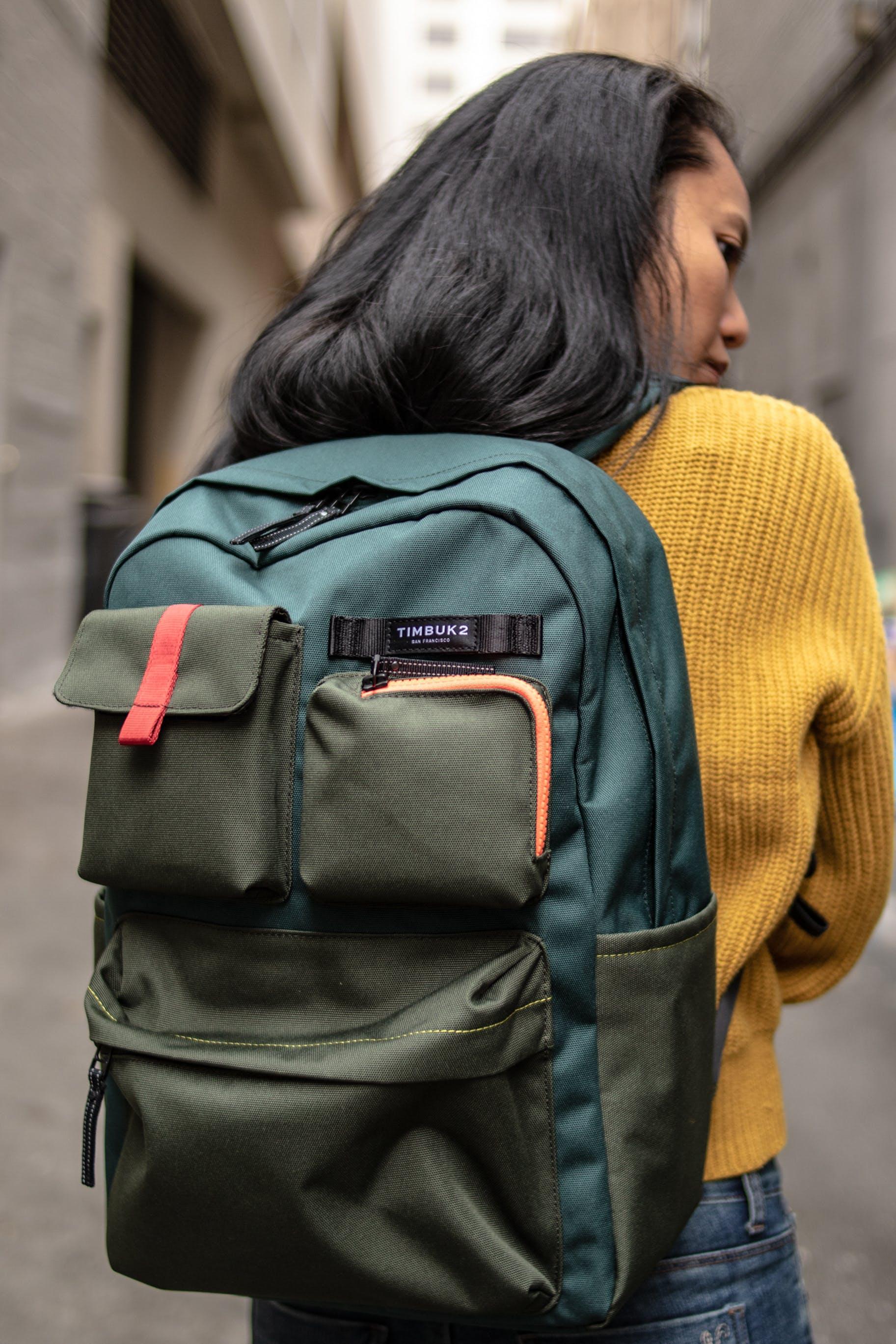 of bag, green, model, TIMBUK2