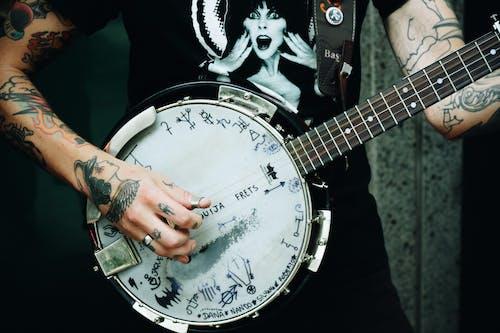 Foto d'estoc gratuïta de guitarra, guitarrista, home, instrument de corda