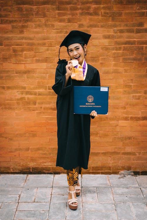 ディプロマ, 功績, 卒業