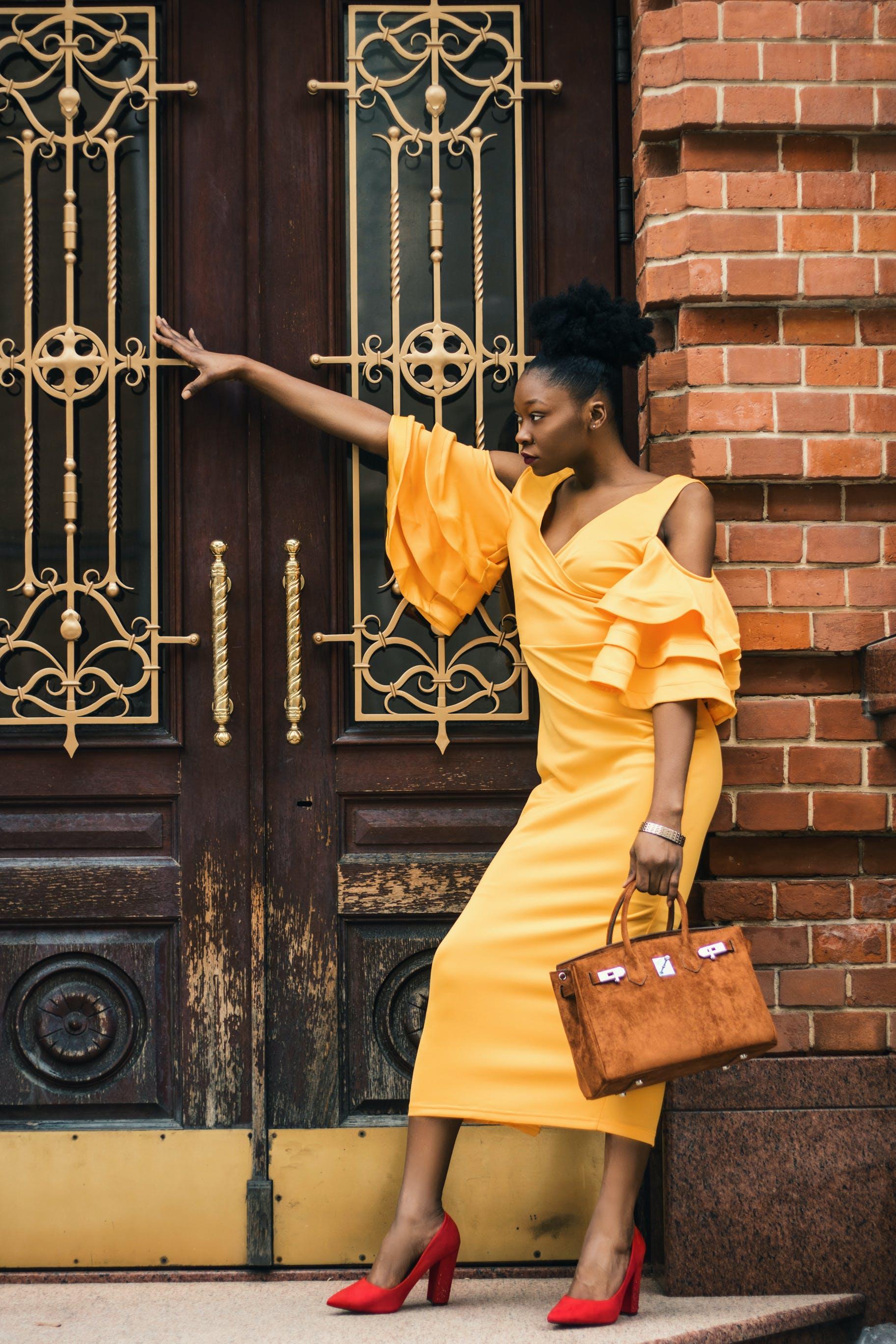Foto d'estoc gratuïta de bossa de mà, conjunt de roba, de moda, dona