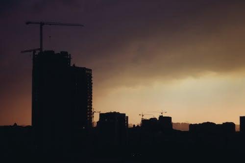 Ingyenes stockfotó daruk, építés, épületek, felhős témában