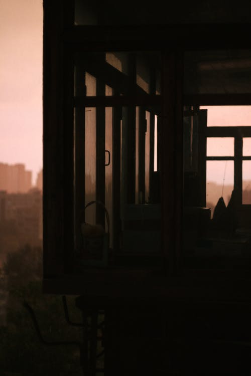 Ingyenes stockfotó épületek, erkély, üvegablakok, város témában