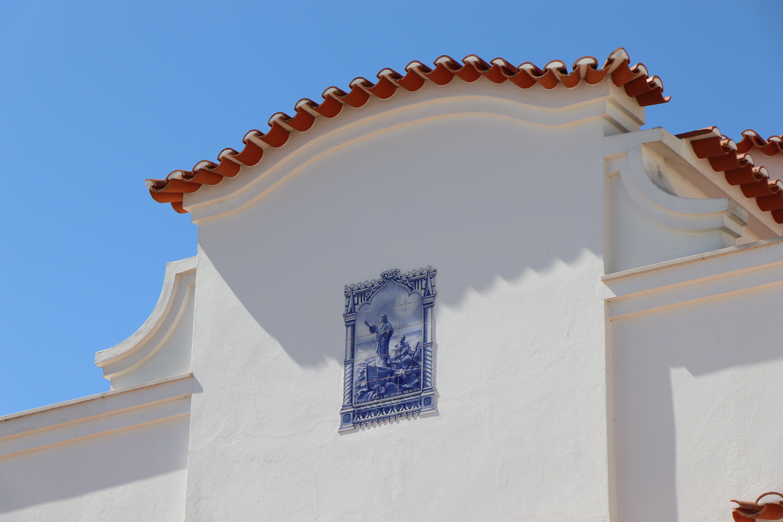 Kostenloses Stock Foto zu blauer himmel, mauer, portugal, stadt