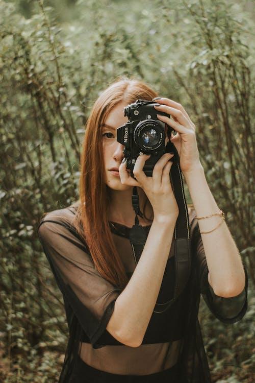 Kostnadsfri bild av flicka, fotograf, fotografi, kamera