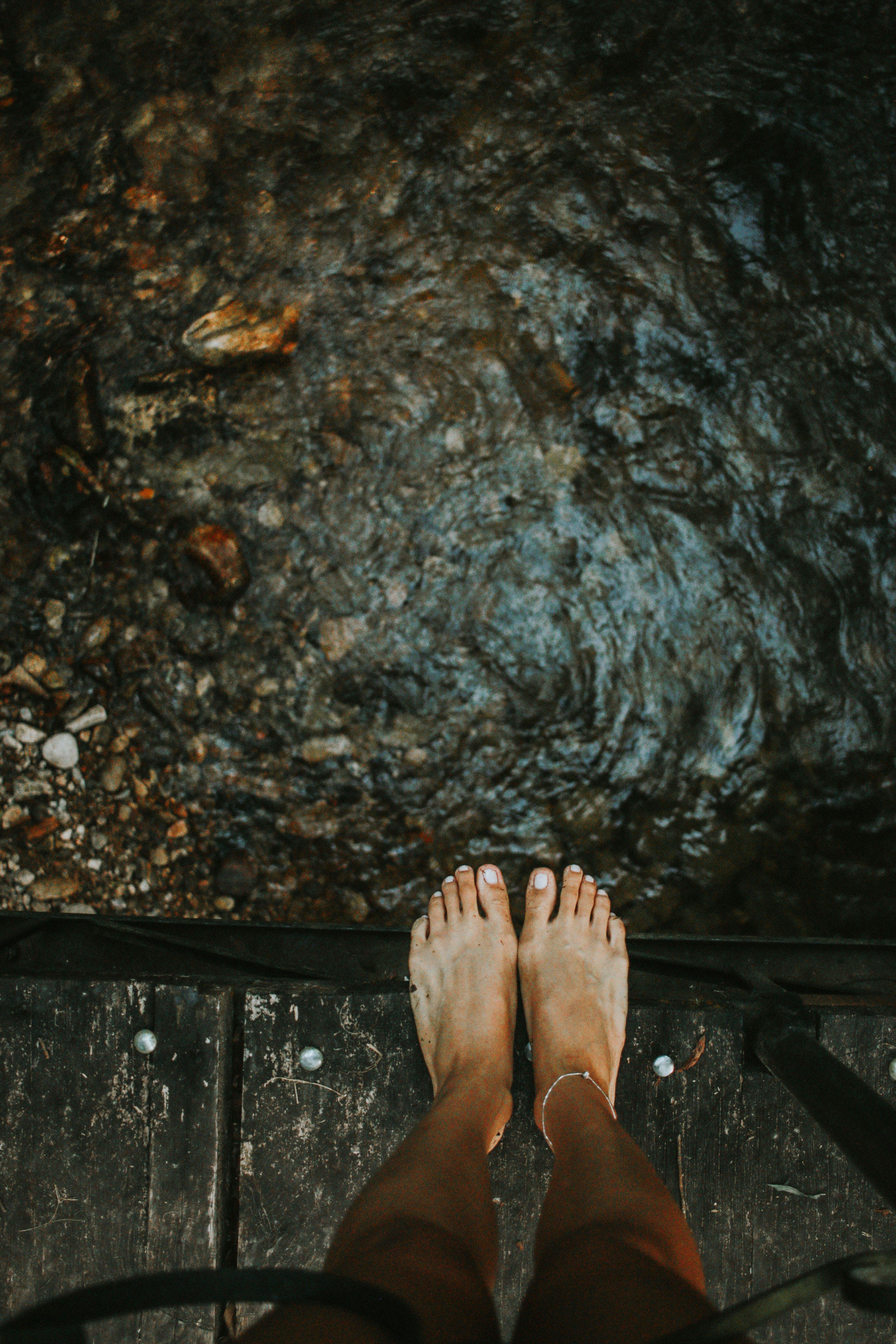 Kostnadsfri bild av ben, fötter, hög, högvinkelskott