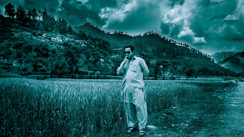 Gratis lagerfoto af bjerg, græs, landskab, mand