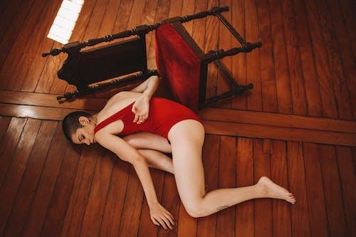 刺青, 刺青的, 女人, 姿勢 的 免费素材照片