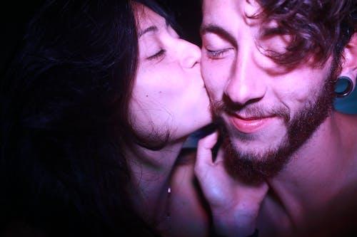 Immagine gratuita di abbracciando, abbraccio, acconciatura, affetto
