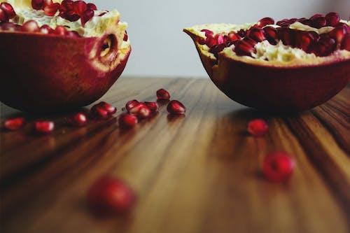 ahşap, Gıda, meyve, nar içeren Ücretsiz stok fotoğraf