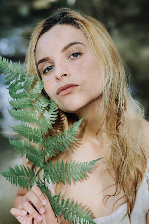Fotobanka sbezplatnými fotkami na tému blond vlasy, človek, detailný záber, dievča