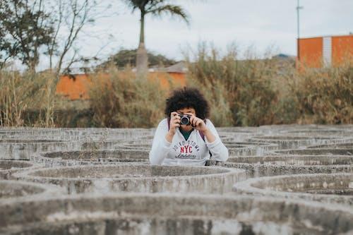Imagine de stoc gratuită din aparat de fotografiat, arbori, costum, culoare