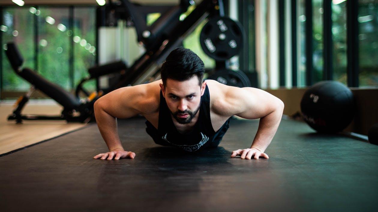 edzőterem, egészséges, fekvőtámaszok
