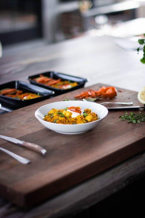 akşam yemeği, ayrım, bulaşıklar, çatal bıçak takımı içeren Ücretsiz stok fotoğraf