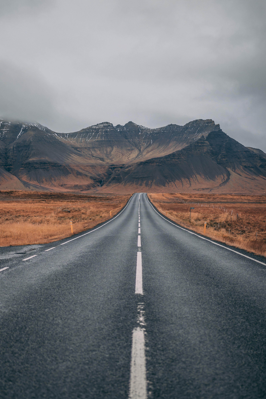 Kostenloses Stock Foto zu abenteuer, asphalt, beratung, berg