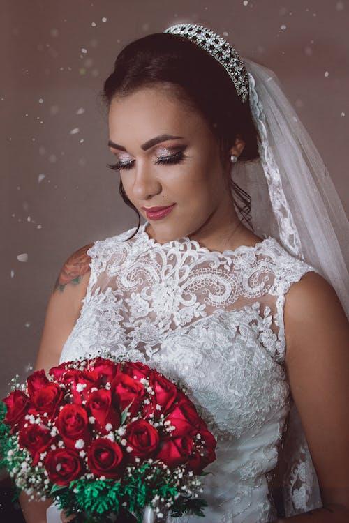 Darmowe zdjęcie z galerii z biała sukienka, ceremonia, dama, dorosły