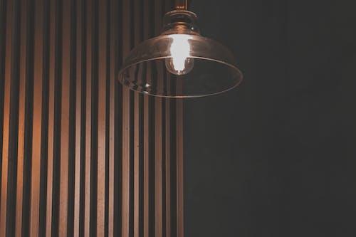 ampul, asılı, aydınlatılmış, dekor içeren Ücretsiz stok fotoğraf