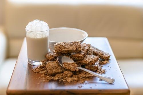 Gratis lagerfoto af glas, glas med mælk, lys refleksioner, morgenmadsprodukt