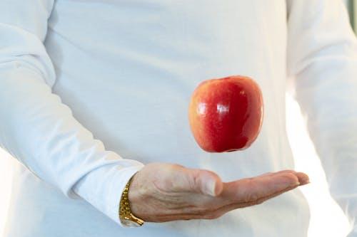 Gratis lagerfoto af Apple, bomulds skjorte, frugt, guld ur