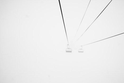 Kostenloses Stock Foto zu nebel, neblig, skilift, drahtseilbahn