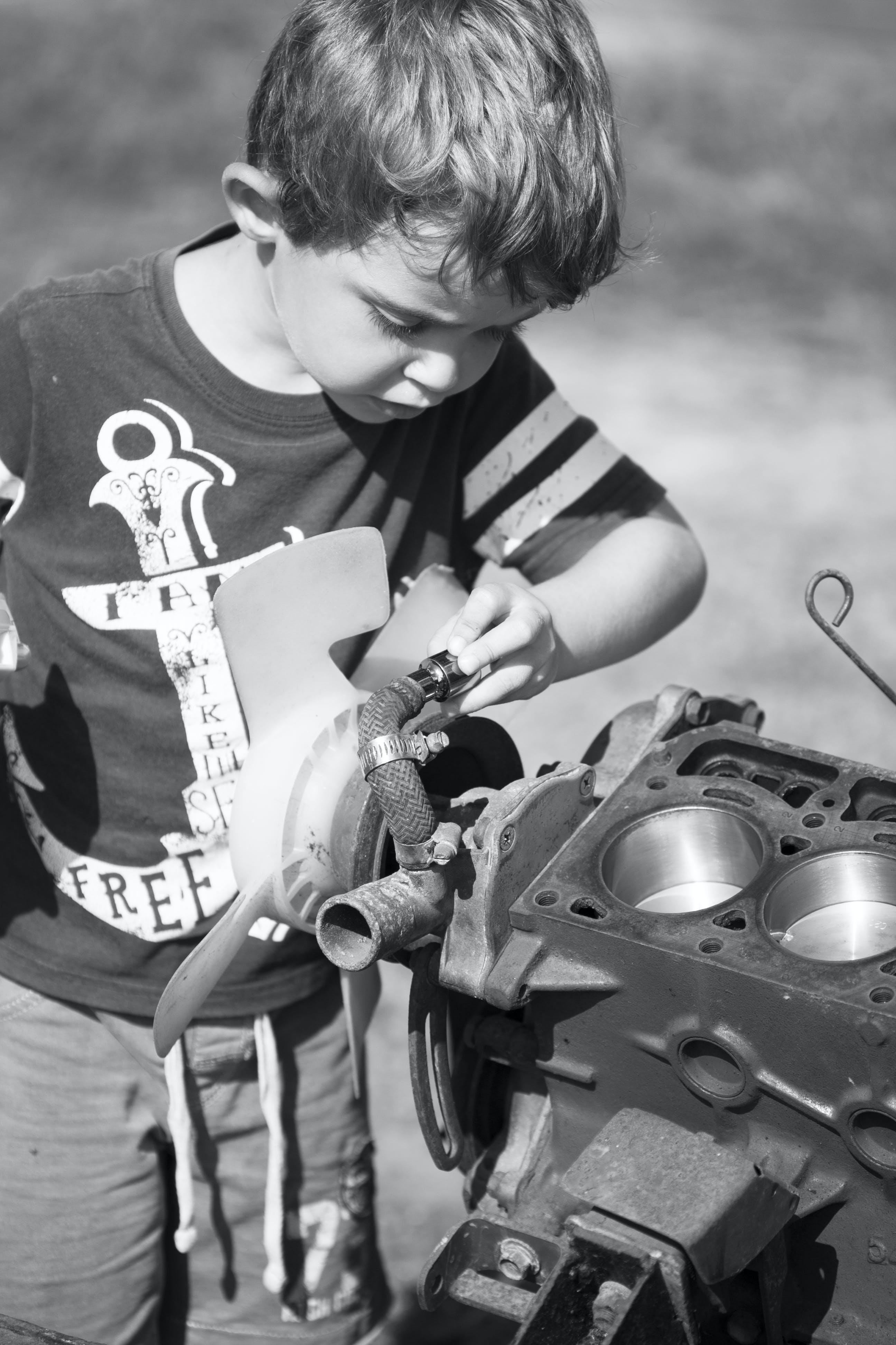 Kostenloses Stock Foto zu auto motor, jungen, mechaniker, vater und sohn