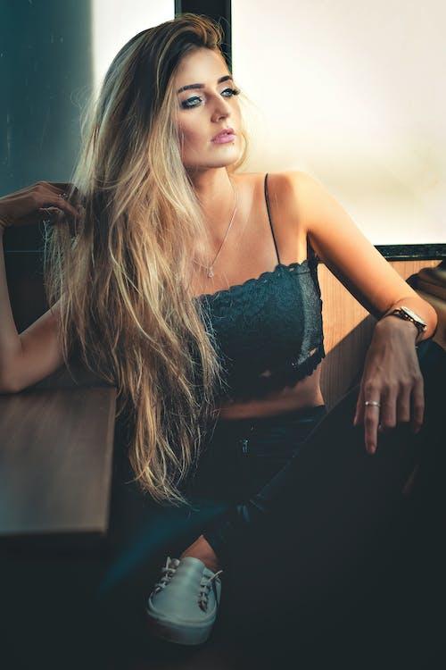 Fotobanka sbezplatnými fotkami na tému blondína, dáma, denné svetlo, fotenie