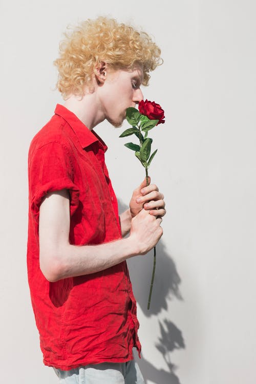 Ilmainen kuvapankkikuva tunnisteilla albiino, asento, asu, henkilö