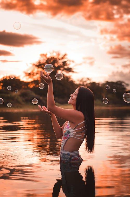 Бесплатное стоковое фото с азиатка, Азиатская девушка, вечер, вода