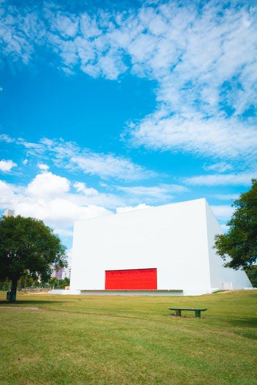 Gratis stockfoto met architectuur, bomen, daglicht, gazon