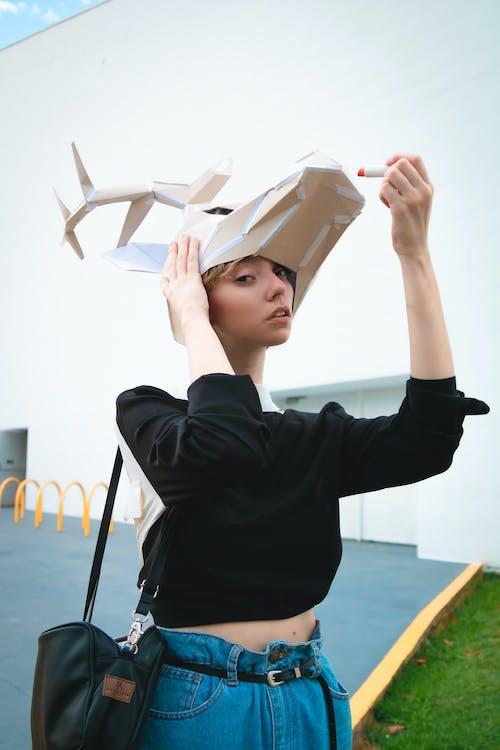 Kostenloses Stock Foto zu fashion, fotoshooting, frau, gesichtsausdruck