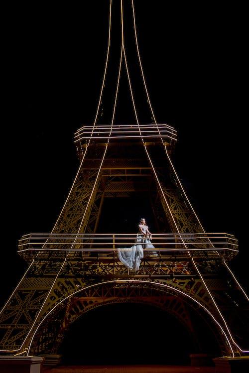 人, 剪影, 塔, 夜間攝影 的 免费素材照片