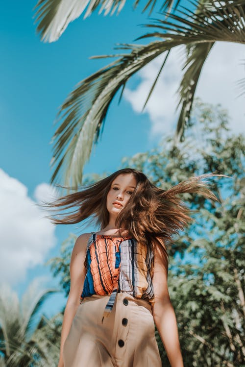 Základová fotografie zdarma na téma brunetka, denní světlo, dívání, fashion modelka