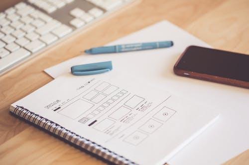 Ilmainen kuvapankkikuva tunnisteilla asiakirja, kännykkä, keskittyminen, kynä