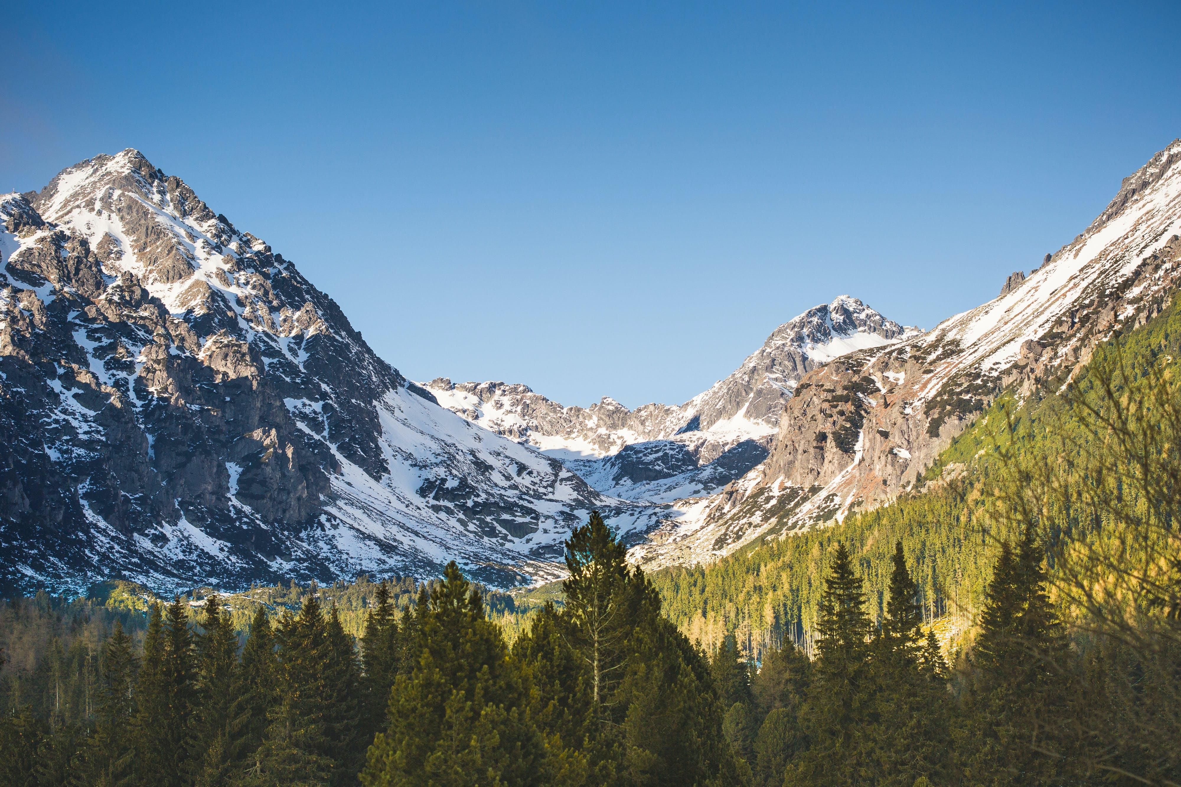 Kostnadsfri bild av bergen, bergstopp, dagsljus, dal