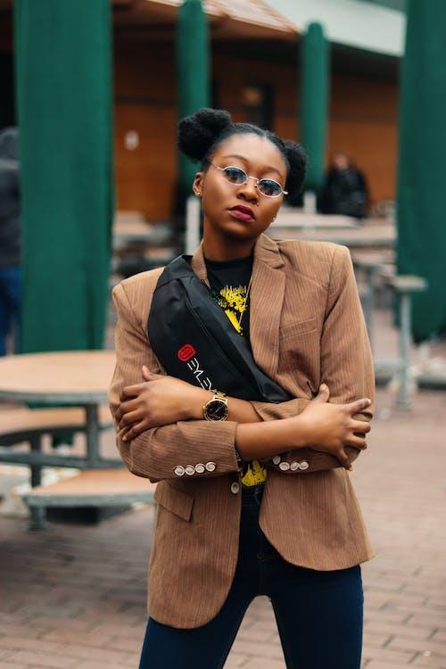 Ingyenes stockfotó #kulterikihivas, 4k-háttérkép, barna, fekete lány témában