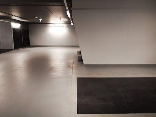 Fotos de stock gratuitas de aparcamiento, arquitectura moderna, garaje subterráneo, suelo de hormigón