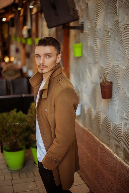 ceket, erkek, kahverengi, model içeren Ücretsiz stok fotoğraf