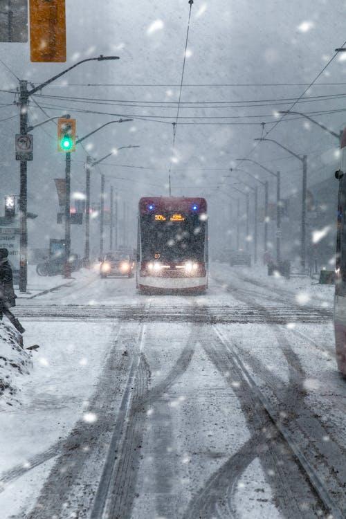 chladné počasí, downtown toronto, pouliční osvětlení
