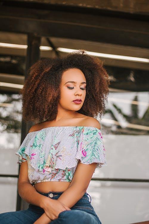 Afro, aşındırmak, bayan, bukleli saç içeren Ücretsiz stok fotoğraf