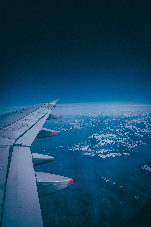 Kostenloses Stock Foto zu fahrzeug, flug, flugzeug, flugzeugflügel